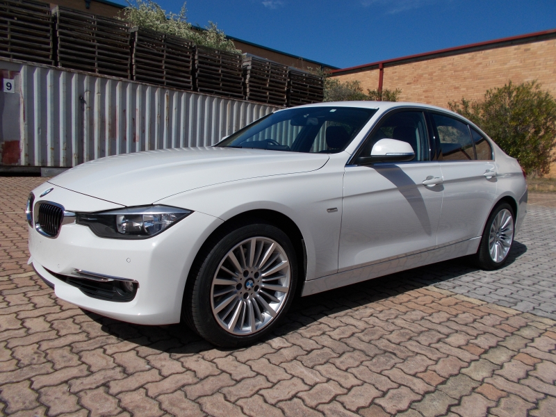 2013 BMW 3 Series F30 MY14 328i Luxury Line, Sedan 4dr Spts Auto 8sp 2.0T